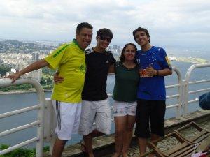 Da esquerda para a direita, Márcio, Marcinho, Leila e Caio
