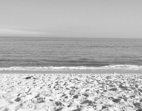 Em 2015, até a praia ficou cinza...